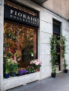 vetrine del negozio di piante e fiori fioraio bollettini, in via Giambellino a Milano